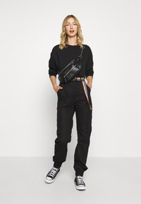 Missguided - PRIDE RAINBOW BELTED TROUSER - Cargo trousers - black - 1