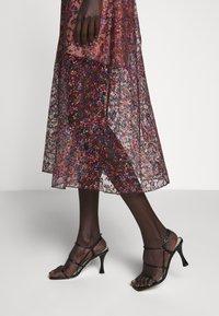 Allen Schwartz - EDEN BUSTIER DRESS IN PRINTED - Vestito elegante - red - 9