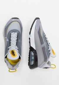Nike Sportswear - AIR MAX 2090 - Sneakers basse - wolf grey/white/particle grey/pure platinum/topaz gold/black - 1