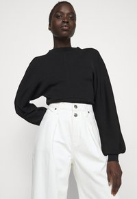 Frame Denim - MOSAIC PLEATED  - Relaxed fit jeans - vintage white - 4