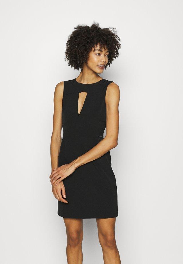 PATTI DRESS - Sukienka etui - jet black