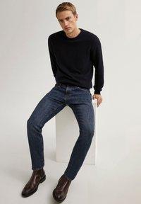 Massimo Dutti - STONE-WASHED IM SLIM-FIT - Jean slim - blue - 6