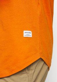 Jack & Jones - JJENOA TEE CREW NECK 5 PACK - Basic T-shirt - crockery/ombr/hawaiia/fade/dusty - 12