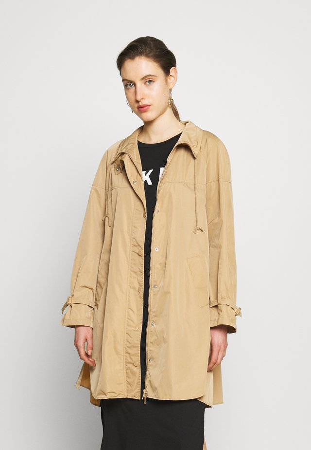 TECNICO PLISSE CON CINTURA - Classic coat - duna