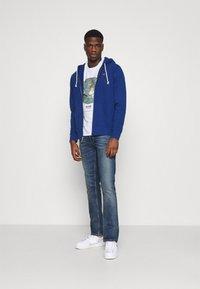 Levi's® - GRAPHIC CREWNECK TEE UNISEX - T-shirt imprimé - neutrals - 1