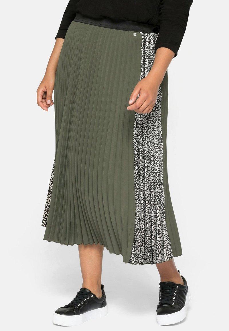 Sheego - A-line skirt - dunkelkhaki