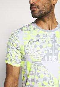 Nike Performance - DRY ACADEMY  - Triko spotiskem - white/ smoke grey - 5