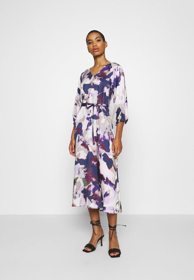 ELISE - Robe d'été - purple