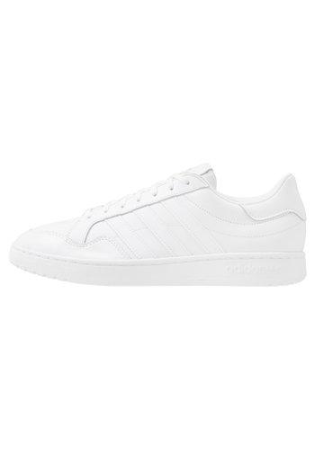 TEAM COURT - Sneakers basse - ftwwht/ftwwht/cblack