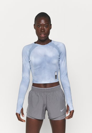 RUN ANYWHERE CROPPED - Long sleeved top - isotope blue