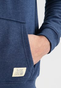 Blend - REGULAR FIT - Hoodie met rits - ensign blue - 4