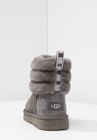 UGG - FLUFF MINI QUILTED - Classic ankle boots - charcoal - 5