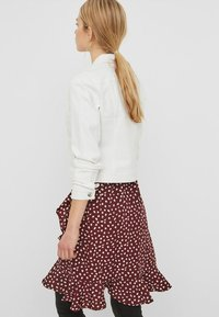 Vero Moda - VMHOT SOYA  - Veste en jean - white - 1