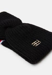 Tommy Hilfiger - EFFORTLESS HEADBAND - Ear warmers - black - 2