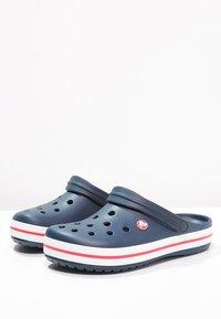Crocs - CROCBAND UNISEX - Zuecos - blau - 2