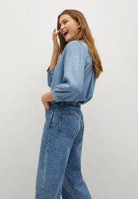 Mango - CAROLINE - Flared Jeans - middenblauw - 4