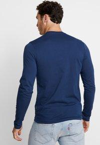Alpha Industries - CAMO BLOCK  - T-shirt à manches longues - new navy - 2