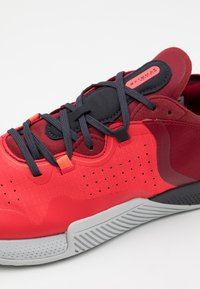 Under Armour - TRIBASE THRIVE 2 - Chaussures d'entraînement et de fitness - versa red - 5