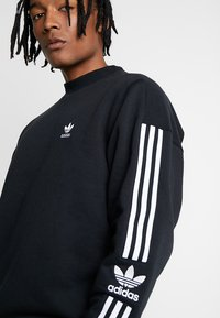 adidas Originals - ADICOLOR TECH PULLOVER - Sweatshirt - black