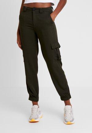 ONLLEA CARGO PANT - Pantalon classique - kalamata