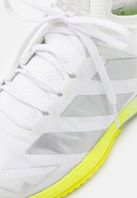 adidas Performance - ADIZERO UBERSONIC 4 - Scarpe da tennis per tutte le superfici - footwear white/silver metallic/solar yellow - 5