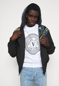 Versace Jeans Couture - CRINKLE  - Light jacket - black - 3