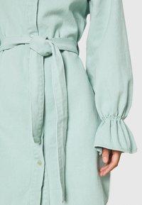 Missguided - FRILL CUFF SHIRT DRESS - Denim dress - sage - 5