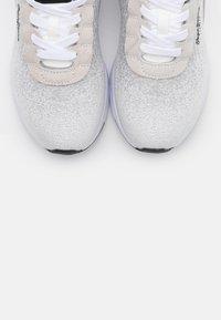 Pepe Jeans - Nº22 WOMAN - Zapatillas - white - 5