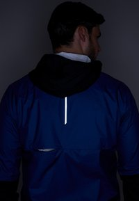 Columbia - ROGUE RUNNER WIND JACKET - Hardshelljacke - marine blue/black - 5
