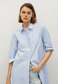 Mango - FACTORY - Shirt dress - blå - 4