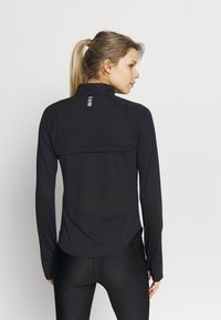 Under Armour - STREAKER HALF ZIP - Long sleeved top - black - 2