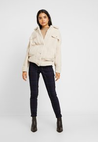 Gap Tall - ANKLE BISTRETCH - Kalhoty - grid plaid - 1