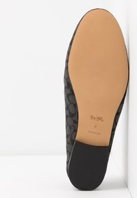 Coach - HELENA CHAIN LOAFER SIGNATURE  - Slip-ons - black - 6