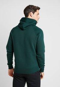 GANT - SHIELD HOODIE - Jersey con capucha - tartan green - 2