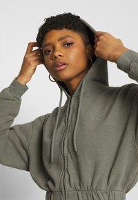 BDG Urban Outfitters - SUPER CROP ZIP HOODIE - Zip-up hoodie - sage - 3