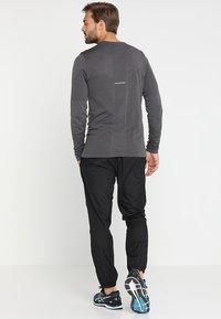 ASICS - SILVER WOVEN  - Pantalon classique - performance black - 2