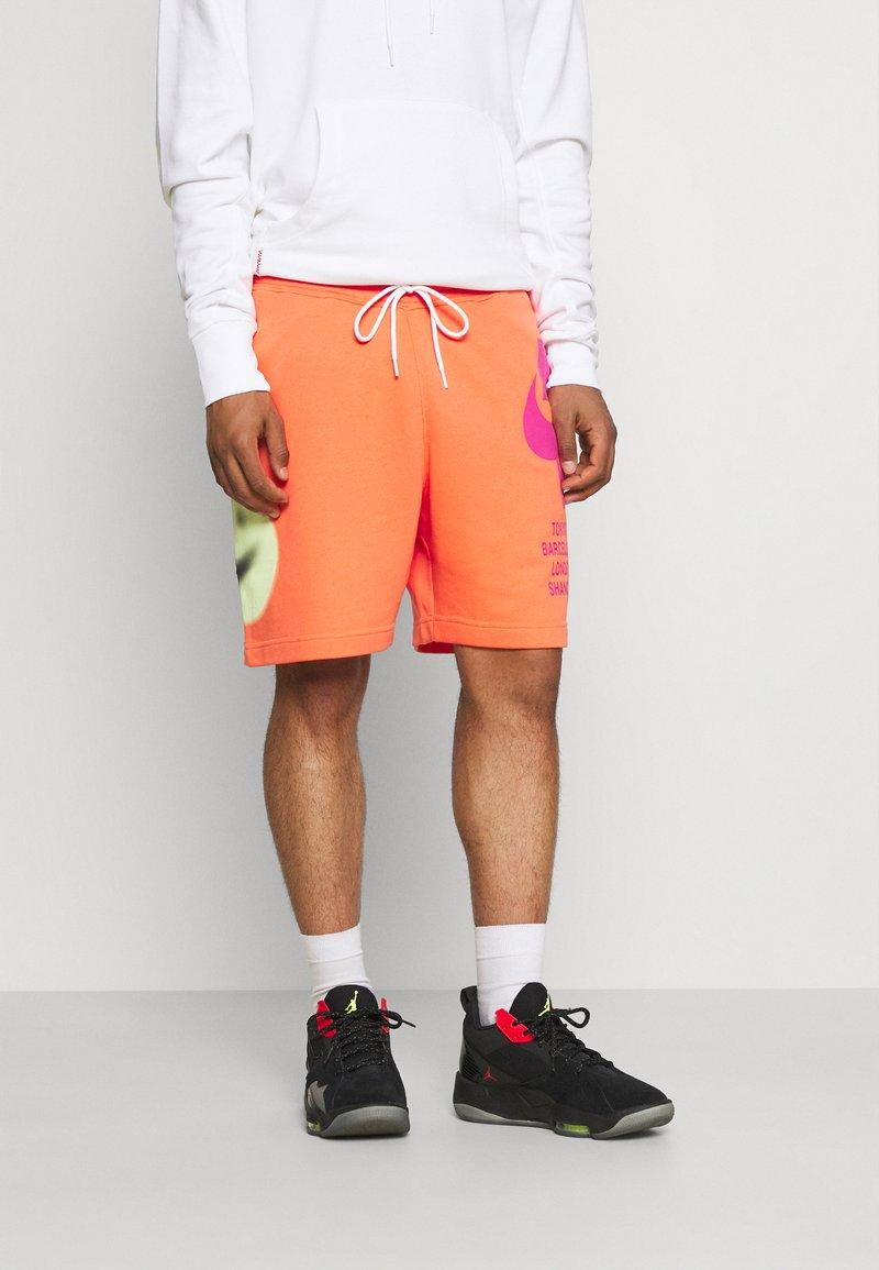 Nike Sportswear - Träningsbyxor - turf orange