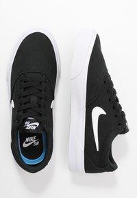 Nike SB - CHARGE - Sneakersy niskie - black/white - 3