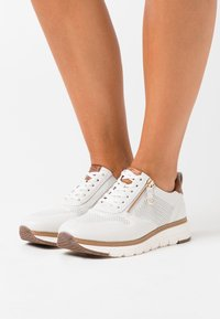 Tamaris Pure Relax - LACE UP - Trainers - white/cognac - 0