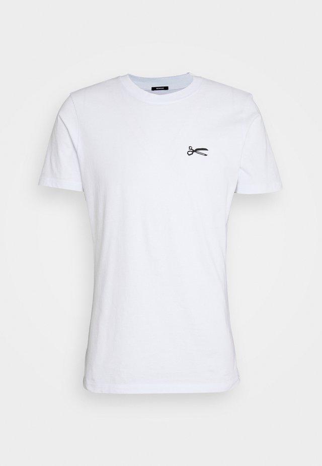 SCISSOR SLIM TEEMOJ UNISEX - T-shirt med print - bright white