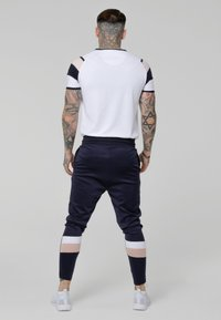 SIKSILK - SPRINT GYM TEE - T-shirts med print - white/pink/navy - 2