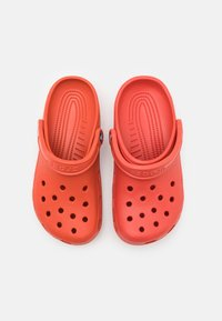 Crocs - CLASSIC UNISEX - Drewniaki i Chodaki - spicy orange - 3