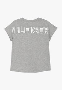 Tommy Hilfiger - SPECIAL LOGO TEE  - T-shirt med print - grey - 1