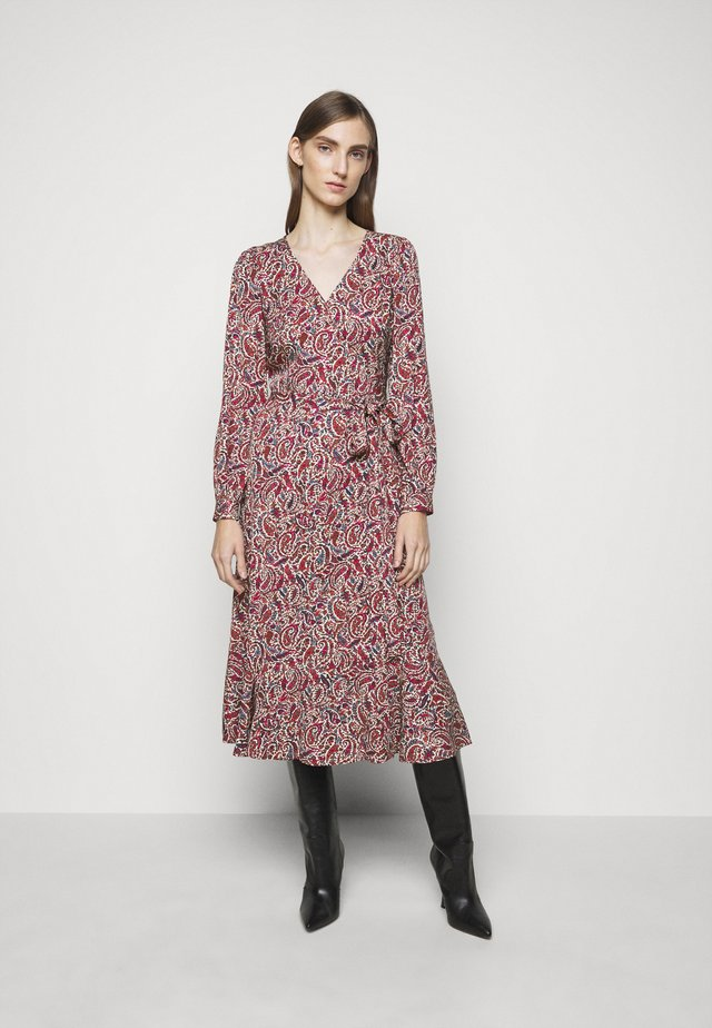 TIERED WRAP DRESS - Vapaa-ajan mekko - dark ruby