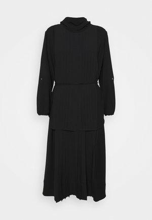 KNIFE PLEATING LAYERED DRESS - Maxi šaty - black