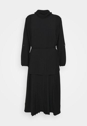 KNIFE PLEATING LAYERED DRESS - Vestido largo - black
