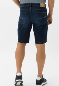 BRAX - STYLE BALI - Denim shorts - deep blue sea - 2