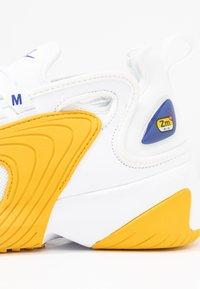 Nike Sportswear - ZOOM 2K - Trainers - white/game royal/dark sulfur - 2