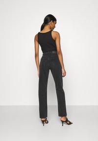 Monki - MOLUNA  - Jeans straight leg - black dark - 2