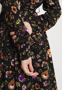 Pieces - PCFALISHI MIDI SHIRT DRESS - Skjortklänning - black - 3